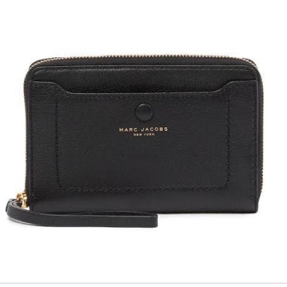 Marc Jacobs Handbags - Marc Jacobs Black Leather Phone Zip Wristlet